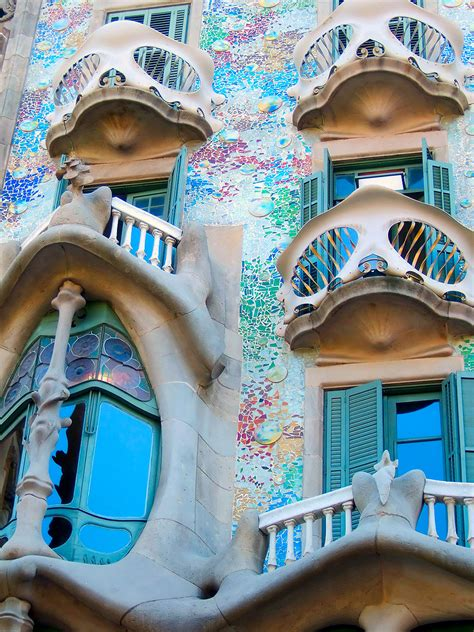 ART IS EVERYWHERE: Street Art can be Architecture!