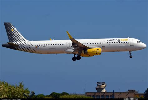 Vueling Airlines Airbus A321 EC-MHS (photo 22975